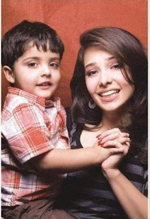 Juggan Kazim with her cute son In PAkistani Celebrities