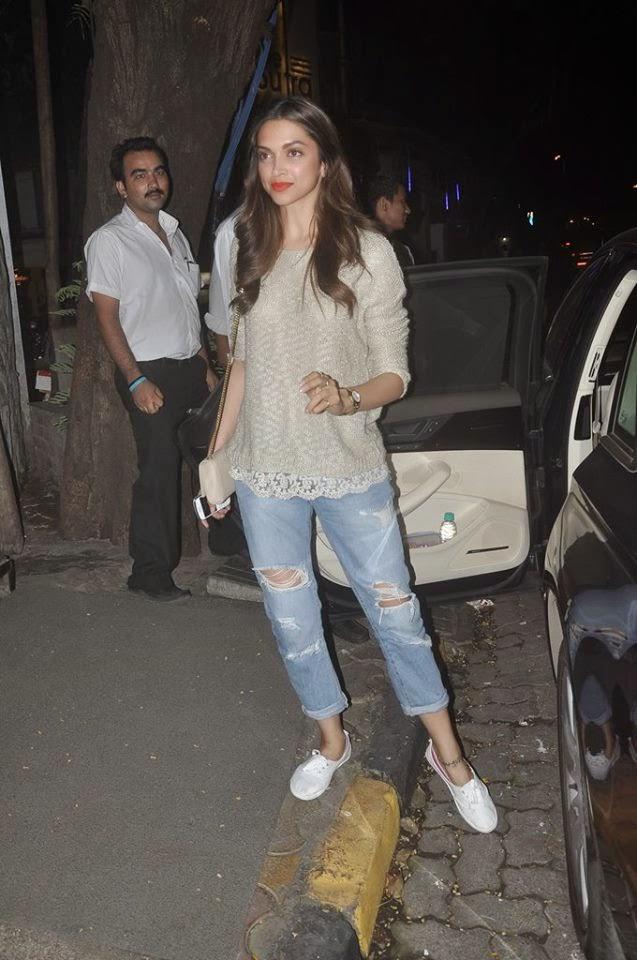 Deepika Padukone spotted in Bandra gallery