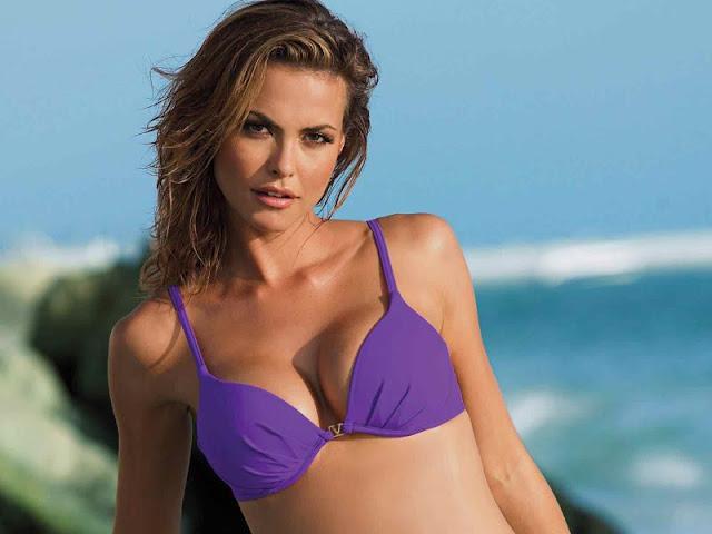 Fernanda Mello sexy in bikini