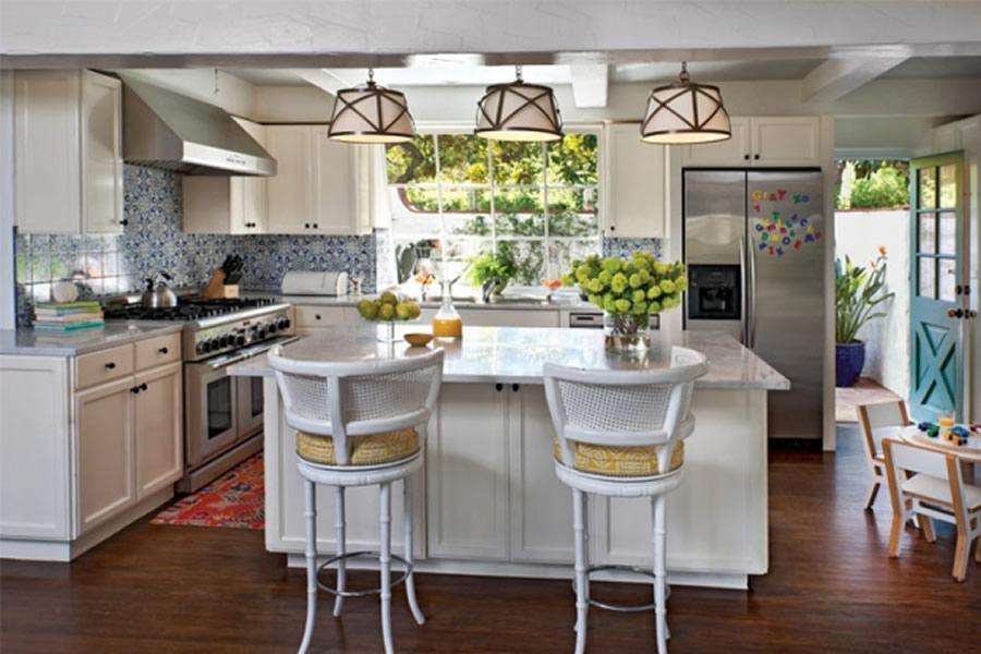 Trisha troutz spotlight on designer hillary thomas designs for Classic contemporary kitchen