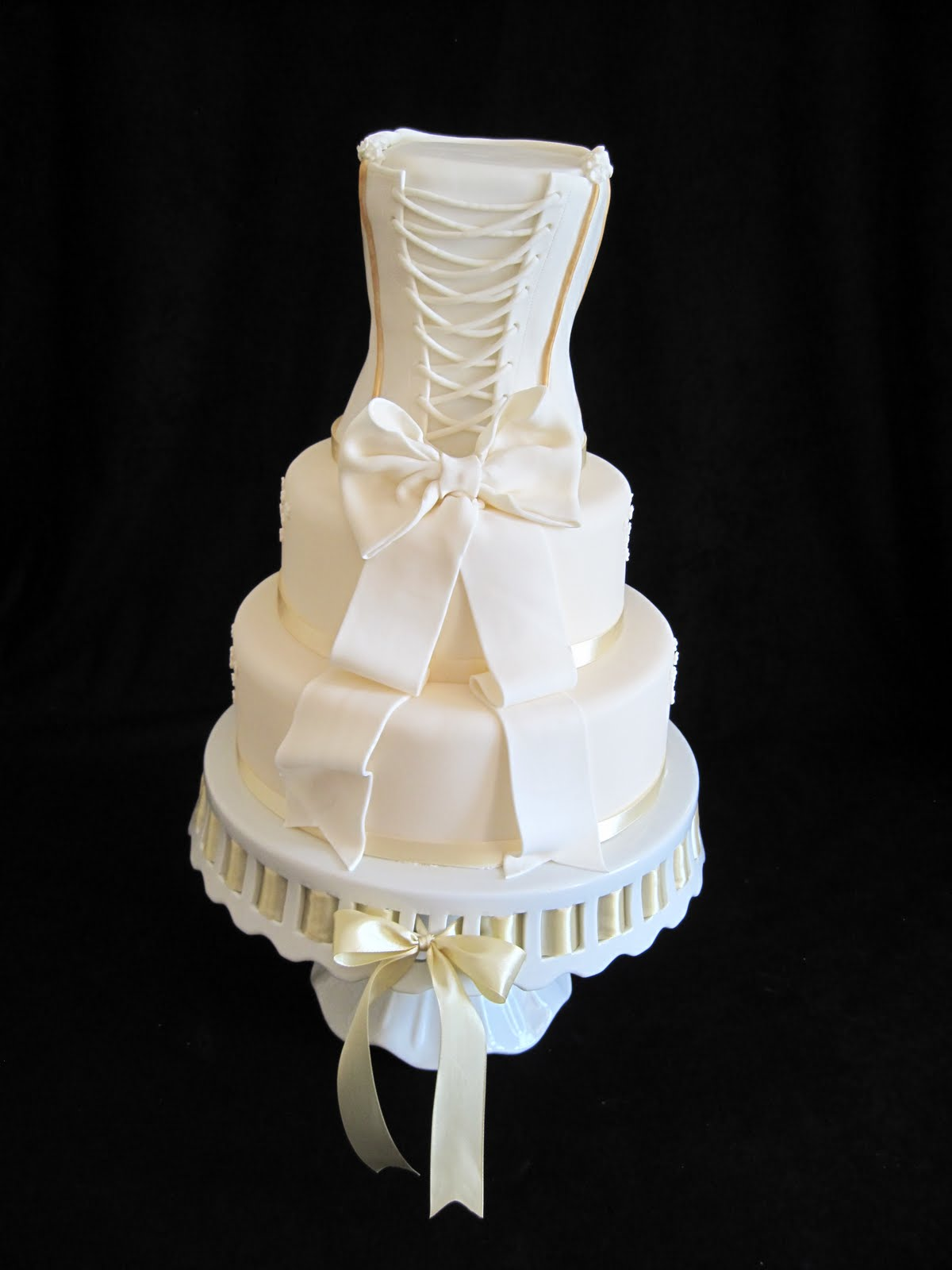heidi 39 s cakes of lechlade wedding dress cake