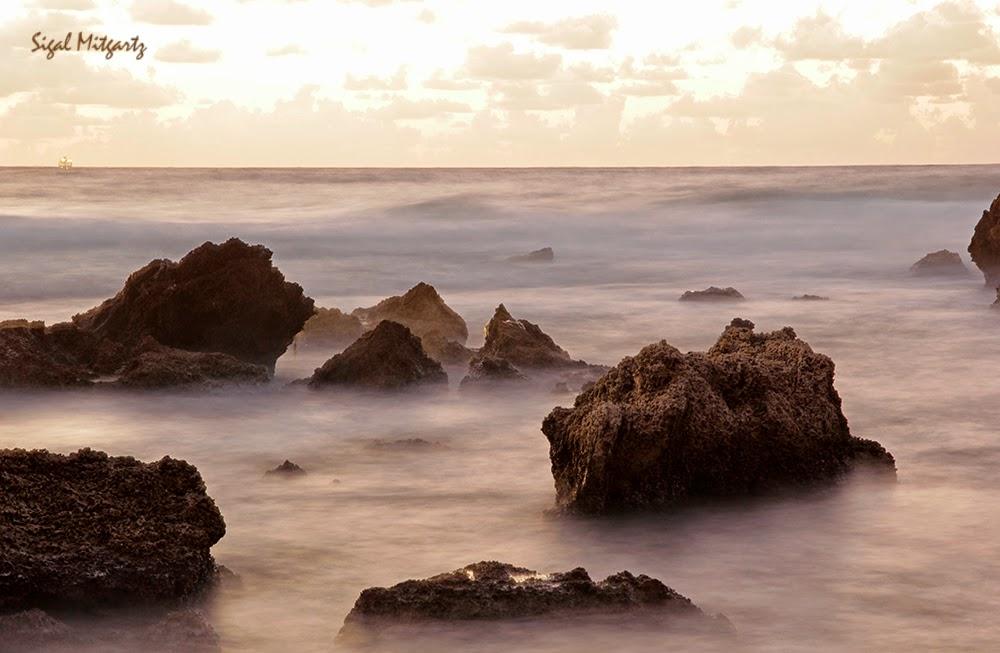 סיגל מיטגרץ-שקיעה בחוף אולגה, צילומים עם חשיפה ארוכה