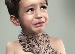 صورة طفل يبكي حاسس بخنقة وضيق