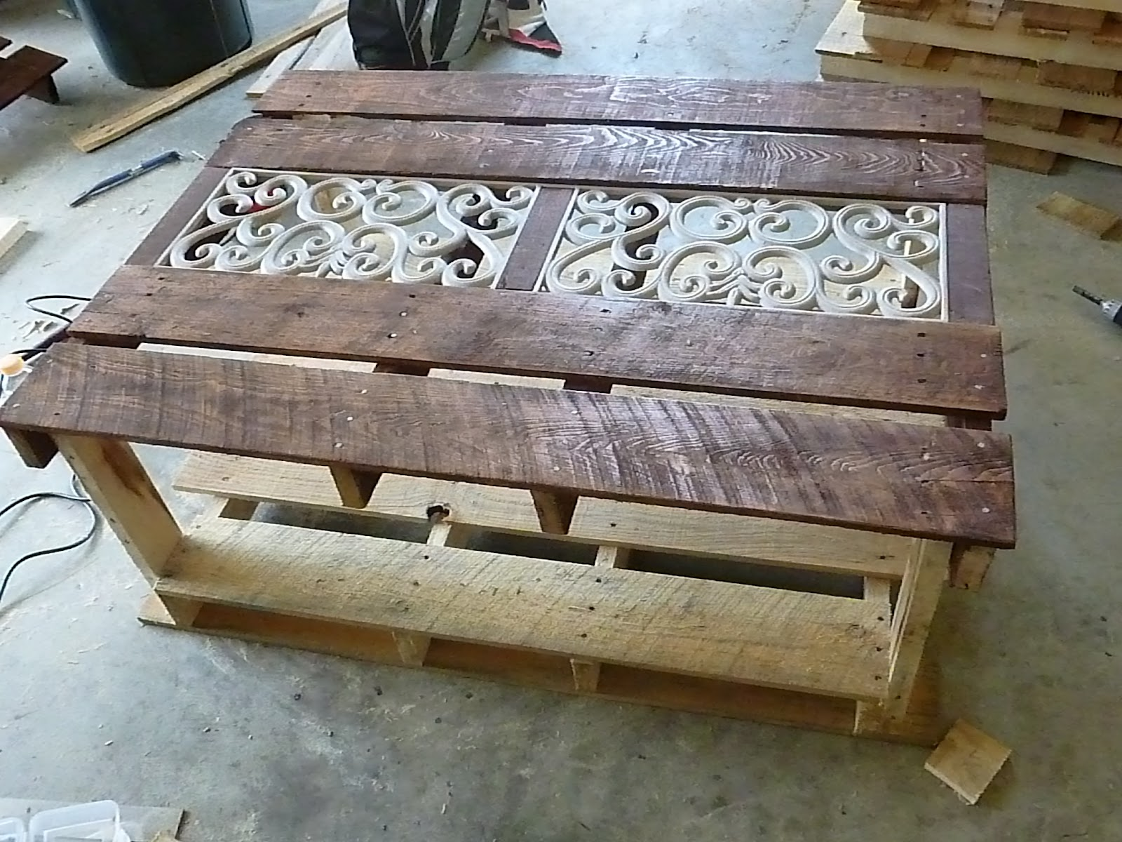 Our Pinteresting Family: Pallet Coffee Table