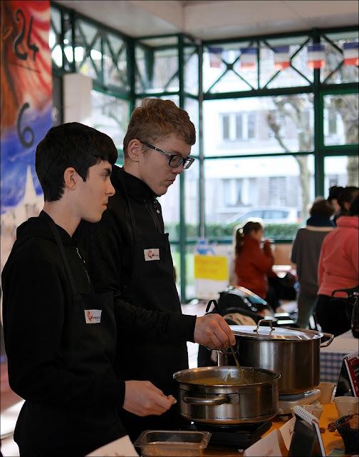 Fête de la soupe à La Gacilly, Lycée La Mennais de Ploermel à l'ouvrage