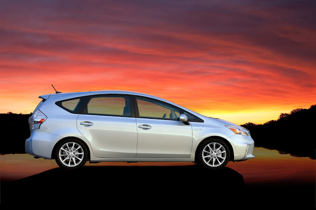 Side view of 2013 Toyota Prius V
