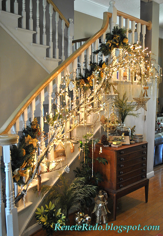 ReNew ReDo!: Christmas Decorations For The Stairs
