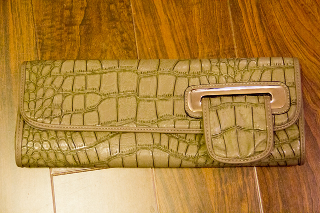 Vanlaced avenue online bag retailer unboxing, Vanlaced avenue Deyce Croc clutch