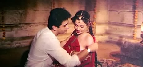secret wedding, Mandakini, side cleavage