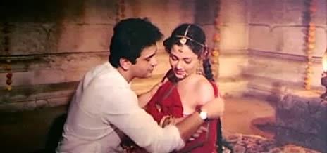 secret wedding, Mandakini, side cleavage