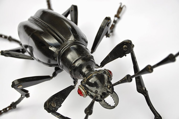 06-Longicorn-Beetle-Detail-Edouard-Martinet-Recycled-Sculpture-Wildlife-www-designstack-co