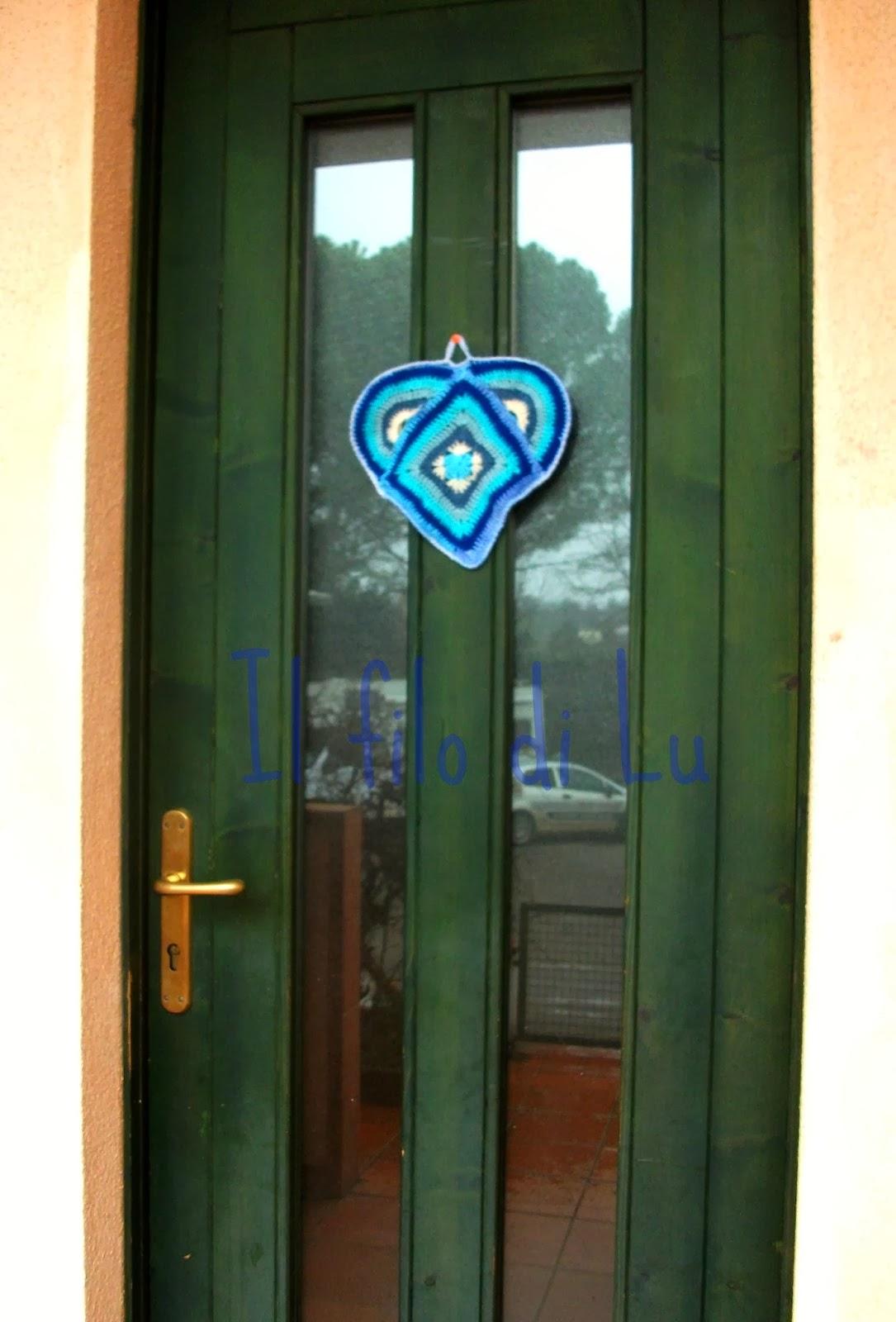 Il filo di lu un cuore alla granny square per la mia porta - Cuore da appendere alla porta ...