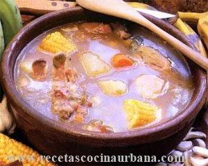 Ajiaco criollo con bolitas de maíz