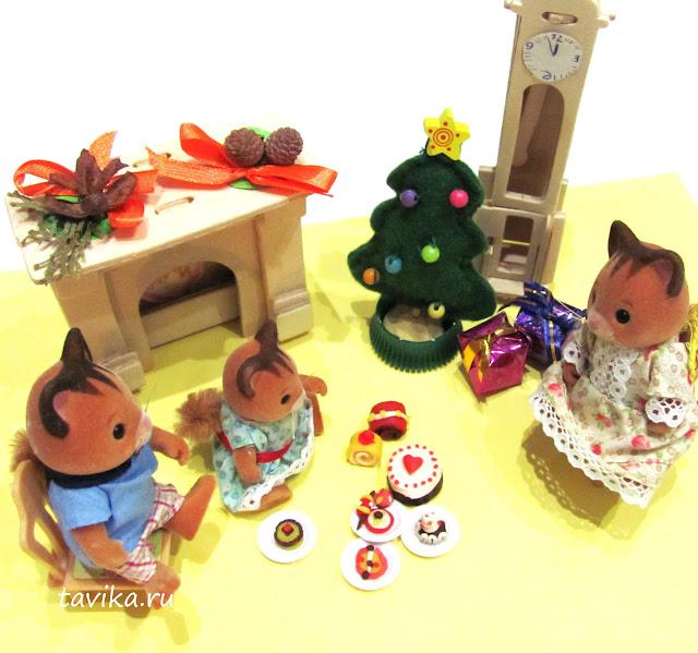 как украсить кукольный домик к Новому году своими руками