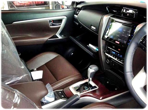 Jok Pmpang Depan dan Konsol Tengah Dashboard Toyota Fortuner Terbaru 2015