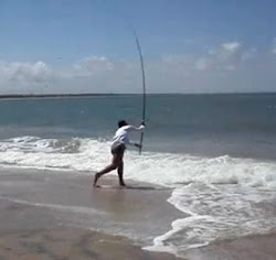 foto-pescador-arremessando-vara-de-pesca-praias Arremesso de Praia