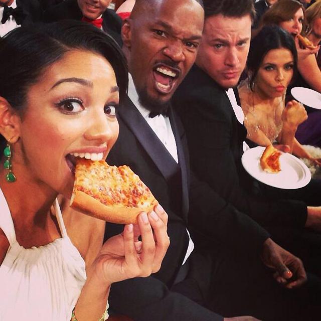 famosos en fiesta de pizza en los premios Óscar Jamie Foxx Channing Tatum