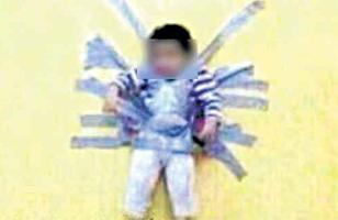 Gambar kanak-kanak dilekatkan di dinding menggunakan pita pelekat yang disiarkan secara online menimbulkan kemarahan orang ramai di Arab Saudi.