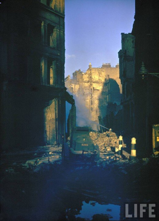 Colour photographs of London after Air Raid Attack Seen On www.coolpicturegallery.us