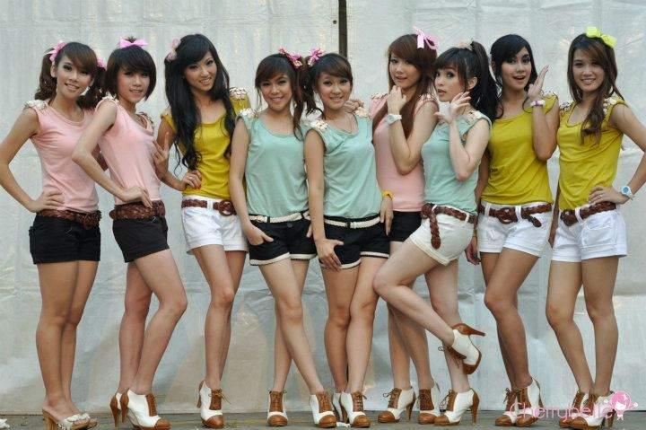 http://2.bp.blogspot.com/-9_XwhmDtIKg/TwgDlD2cEAI/AAAAAAAABKA/msxxLLAoTIA/s1600/Foto-Wallpaper-Cherry-Belle-Terbaru-2012-1.jpg
