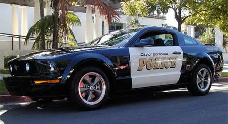 Ford Mustang digunakan sebagai mobil polisi? Hmm, (mungkin) cuma ada di Colorado, USA.