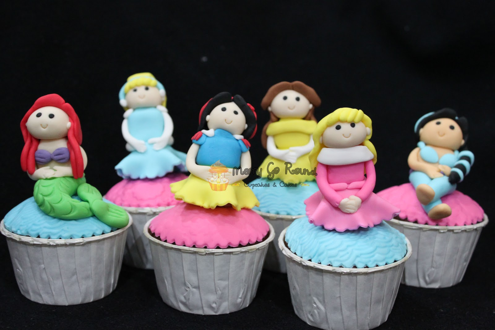 Princess Cake Ideas With Cupcakes : Merry Go Round - Cupcakes & Cakes: Disney Princess ...