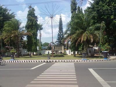 Lokasi Rumah Dinas Bupati Karanganyar di lihat dari Taman Pancasila
