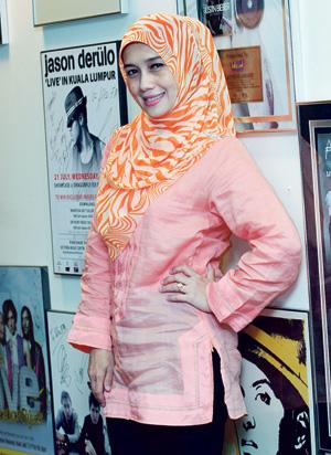 Gambar Terkini Abby Fana Bertudung Mengikut Fesyen Muslimah
