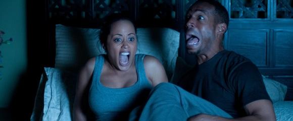 Essence Atkins e Marlon Wayans em INATIVIDADE PARANORMAL (A Haunted House)
