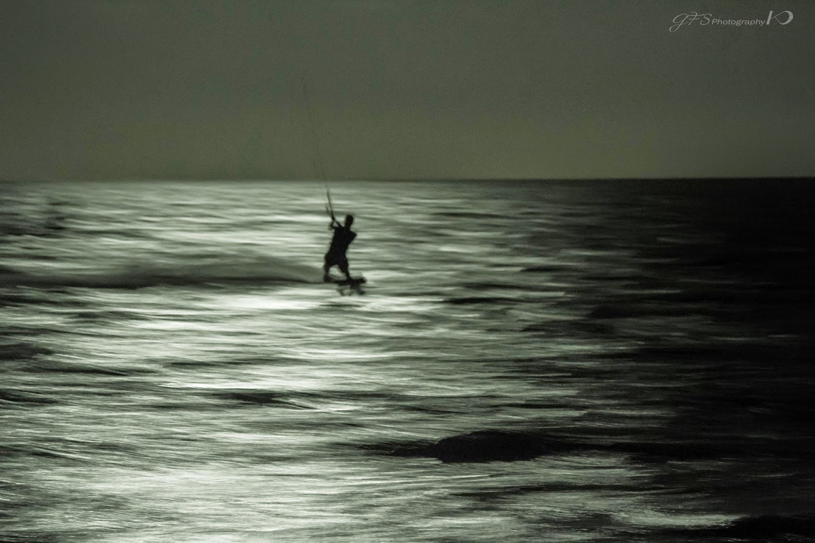Full moon, Kitesurfing, session, kiteboarding
