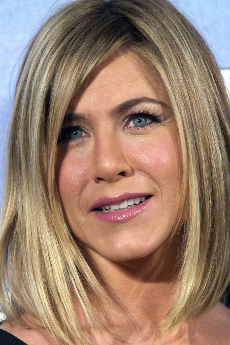 New Haircut - Jennifer Aniston boldly showed off her new haircut ...