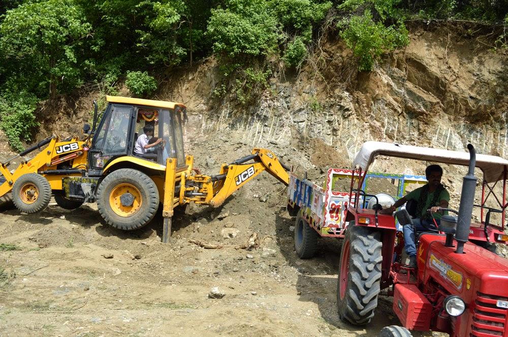aravalli hills working JCB on road