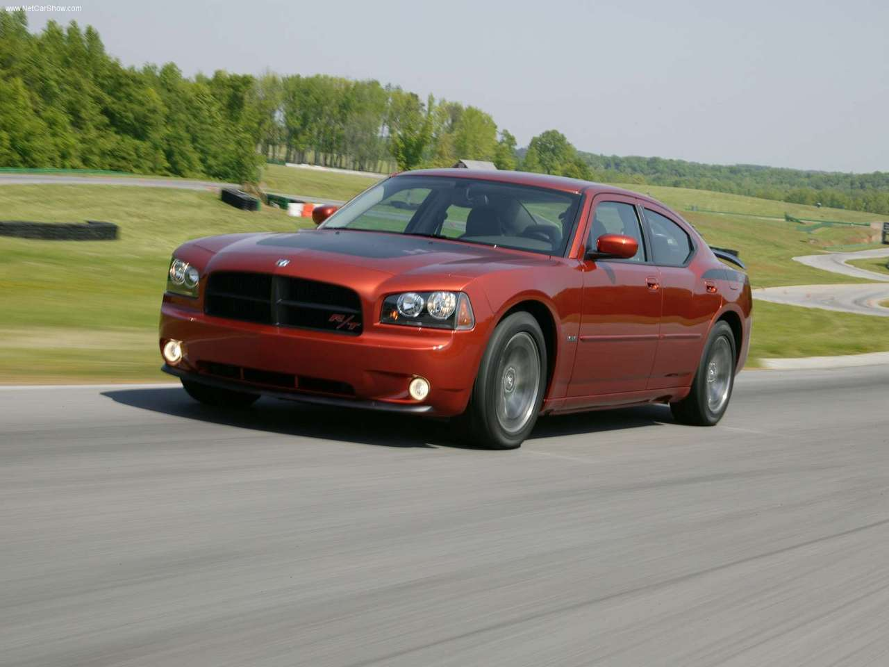http://2.bp.blogspot.com/-9aPzzis-gTU/TXN_OGv41BI/AAAAAAAADTU/V-NI0df6BH8/s1600/Dodge-Charger_Daytona_RT_2006_1280x960_wallpaper_05.jpg