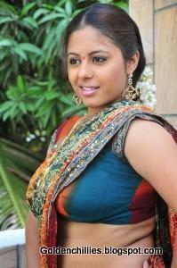sunakshi hot show in saree
