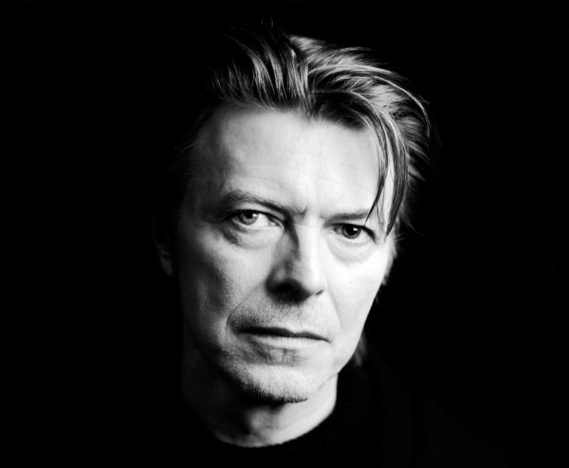 R.I.P. (putain, le con). David_Bowie-06