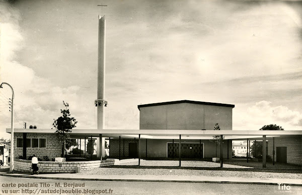 Royan - Le Temple et le Centre Protestant.  Eglise réformée de France  Architectes: René Baraton , Jean Bauhain , Marc Hébrard  Projet / Construction: 1953-1956