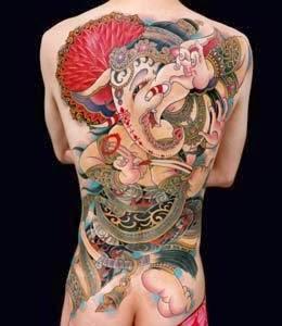 tatuagens nas costas femininas grandes
