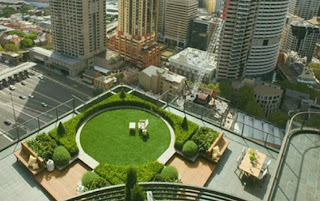 http://www.paseoner.com/amazing-rooftop-garden-25-floors-above-the-ground/amazing-rooftop-garden-in-middle-of-crowded-city/