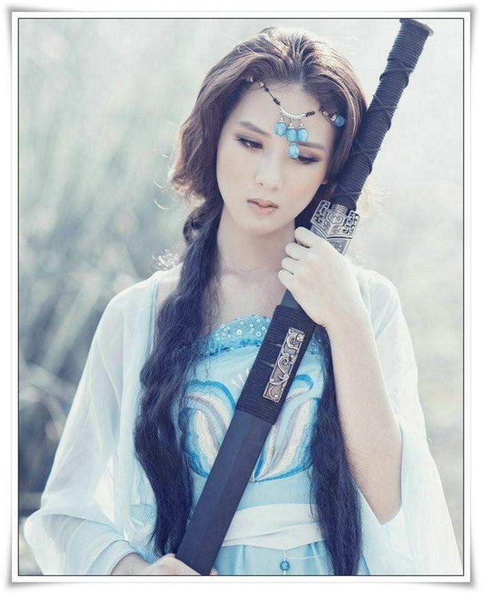 早知道我俩要分手 (zǎo zhī dao wǒ liǎ yào fēn shǒu) - If I had known earlier that we will break up 为什么当初要爱我 (wèi shén mo dāng chū yào ài wǒ) - Why did you want to love me then