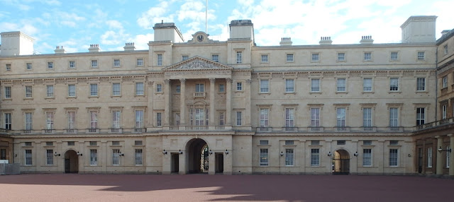 View of the inner courtyard at Buckingham Palace