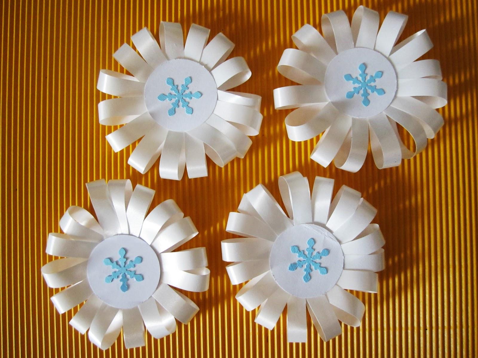 Decorandaeisuoilabirinti coccarda neve per decorazione for Addobbi di carnevale per l aula
