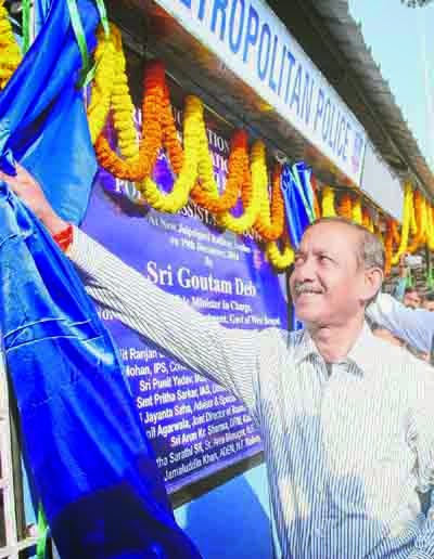 Gautam Deb inaugurates the new booths at NJP