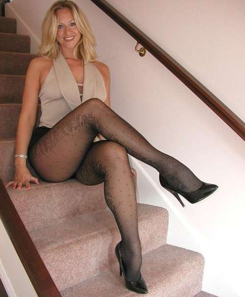 Milf in short skirt galleries