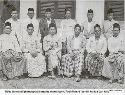 Daud Beureueh bersama kaum Ulama Aceh