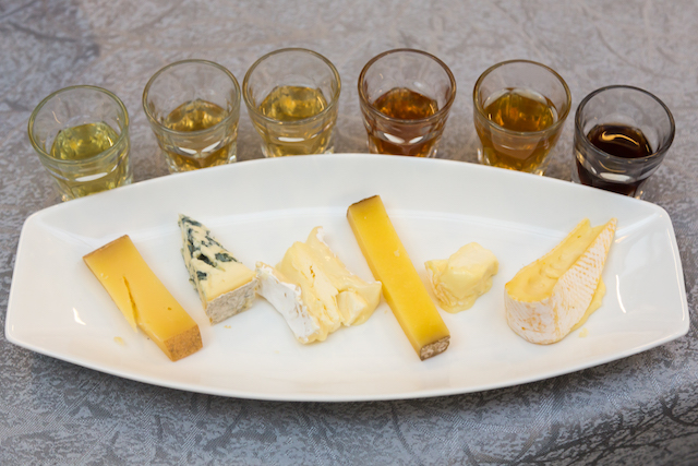 Cheese and tea pairing (L-R) Bethmale with Golden Pu'Erh, Fourme d'Ambert with Darjeeling, Brie with black tea, Comté with Oolong, Saint-Marcellin with Rose Blend, Reblochon with White Peony