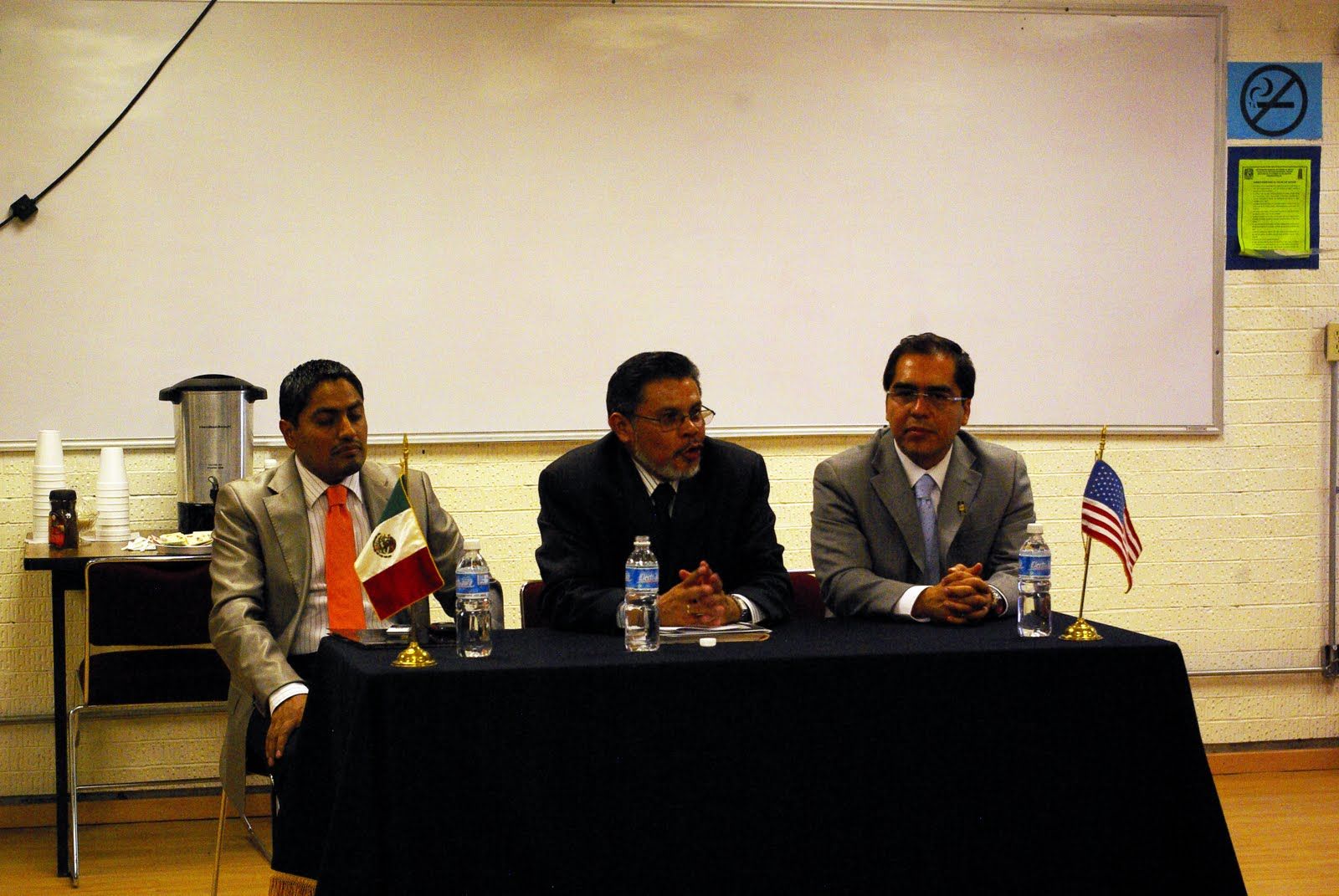 Internacionalista arag n conferencia magistral for Profesores en el exterior