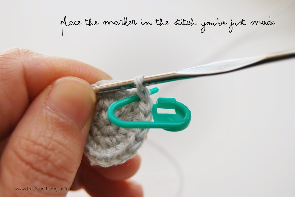 Crochet Stitch Markers How To Use : De Estraperlo: How to use stitch markers when crocheting in spiral?