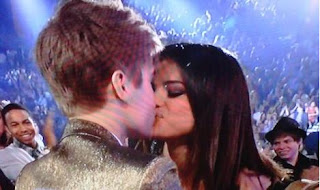 selena gomez kissing
