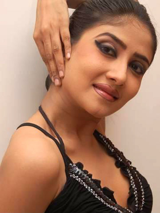 debonila dutta hot