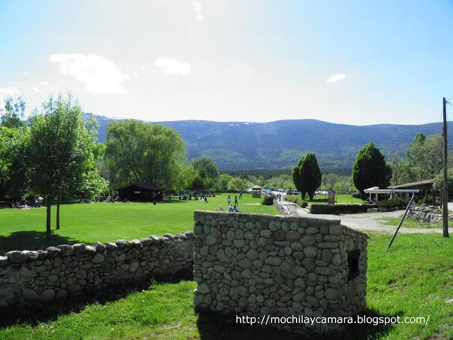 Mochila y camara ruta monasterio del paular a la cascada for Piscinas naturales el paular